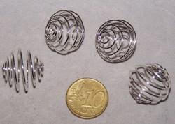 4 veertjes waar kraal in kan zilverkleurig 21mm