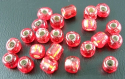 50 gram 3mm rocailles rood silver lined #25