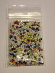 10 gram 2mm kraaltjes wit met kleurtjes