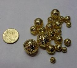 10 gram goudkleurige filigree balletjes 5-15mm mix