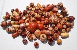 100 gemixte bewerkte houten kralen 8 - 18 mm mix