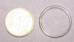 8 ringen 22mm doorsnede 1,8 mm dik zilverkleurig